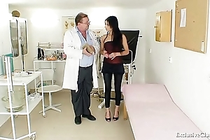 Latin babe victoria rose-coloured gyno interrogation with reflector