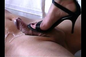Shoejob - cummed wide of overbearing heels-