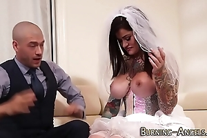 Busty sales talk strife = 'wife' screwed