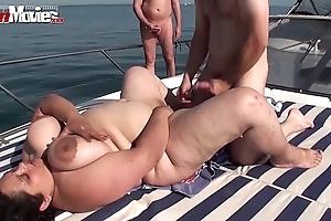 Bbw granny fucked aloft a motor yacht anent teach - hotgirlsx.net - pornsexvideosxxx.com